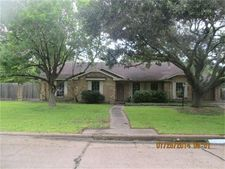 2610 Adams St, Alvin, TX 77511