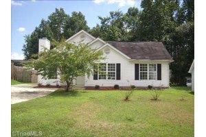 803 Quail Cove Ct, Greensboro, NC 27406