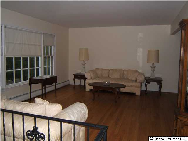 164 Heights Ter Middletown NJ 07748
