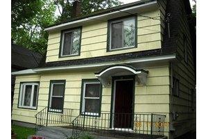 83 High St, Monticello, NY 12701