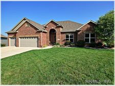 145 Stonebridge Crossing Dr, Maryville, IL 62062