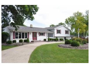 N82w16300 Valley View Dr, Menomonee Falls, WI