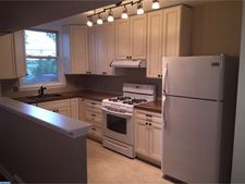 239 S Bayberry Ave, Upper Darby, PA 19082