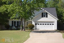 245 Mcintosh Estates Dr, Sharpsburg, GA 30277