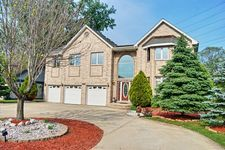 8313 Chaucer Dr, Willow Springs, IL 60480