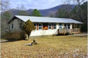 74 Walnut Cove Rd, FRANKLIN, NC 28734