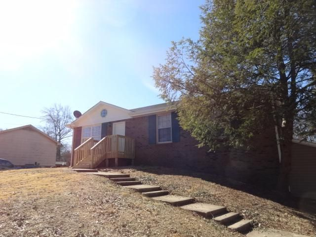 227 Old Hopkinsville Hwy, Clarksville, TN 37042