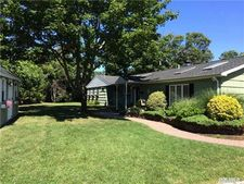 277 Middle Rd, Blue Point, NY 11715