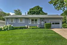 1207 Eastwood Ln, Council Bluffs, IA 51503