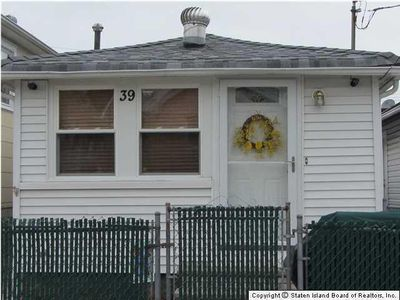 39 Neptune St, Staten Island, NY 10306