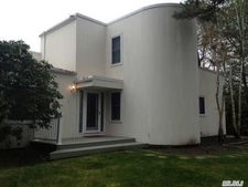 13 Peacock Path, East Quogue, NY 11942
