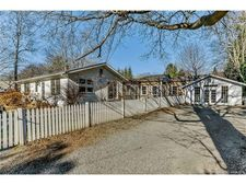 126 Library St, Groton, CT 06355