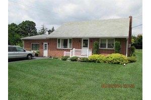 1496 Clayoma Ave, York, PA 17408