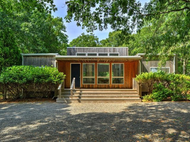 28 diane dr east hampton ny 11937 home for sale and for Homes for sale east hampton ny