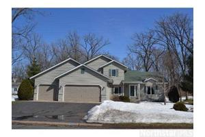 38425 Glacier Dr, North Branch, MN 55056