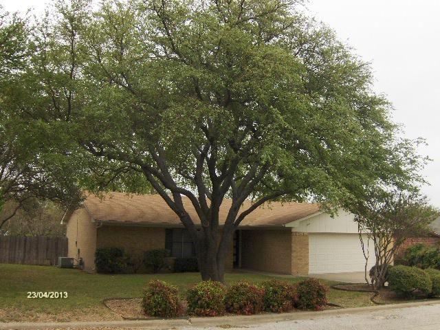 210 Shoshone St, Comanche, TX 76442