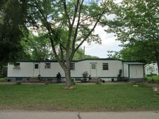 329 W Park Dr, Harpers Ferry, IA 52146