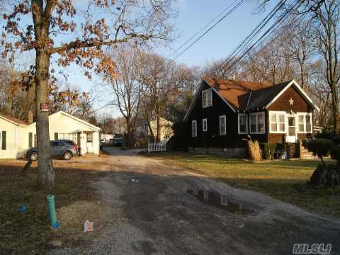 29 Laurel St Holbrook, NY 11741
