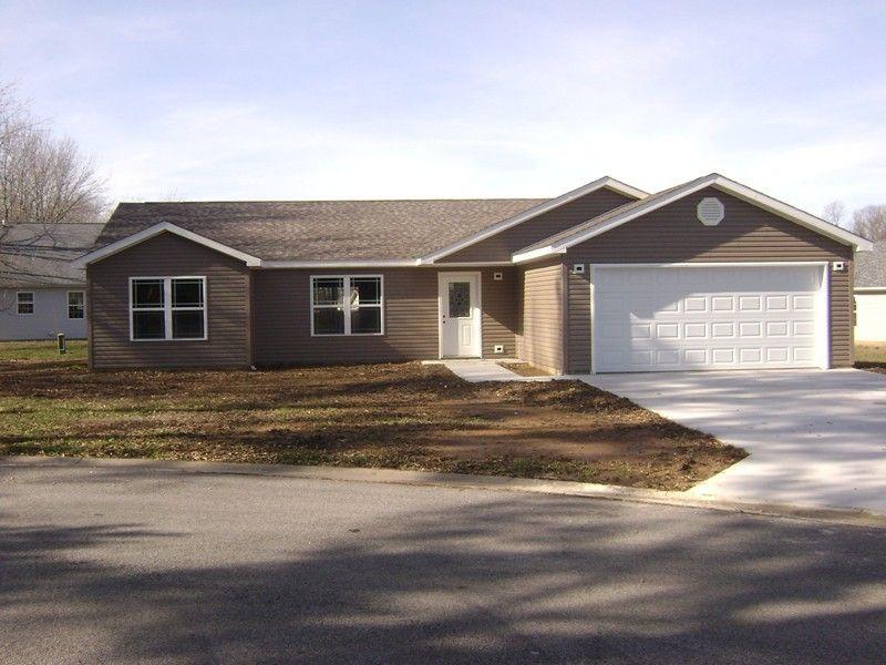 2011 E Creekwood Dr Carbondale, IL 62902