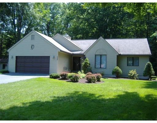 132 Cottonwood Ln, Agawam, MA 01001