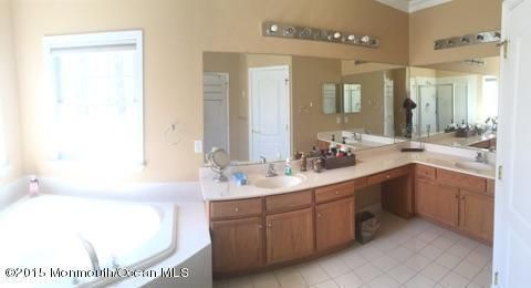 64 hedgerow ln manalapan nj 07726 for Kitchen cabinets 07726