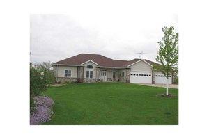 215 Oak View Ct, Tipton, IA 52772