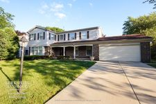 3619 Bernay Dr, Northbrook, IL 60062
