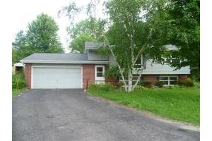13 Lyons Cir, Madison, WI 53704