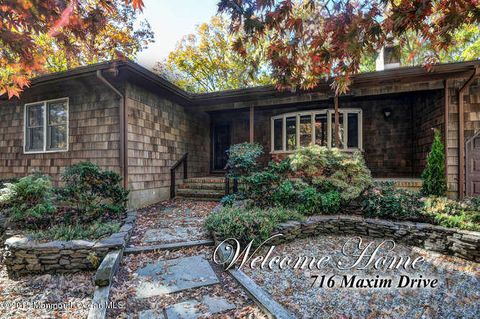 716 Maxim Dr, Forked River, NJ 08731