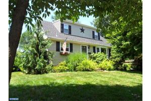 708 Barclay Ave, Morrisville, PA 19067