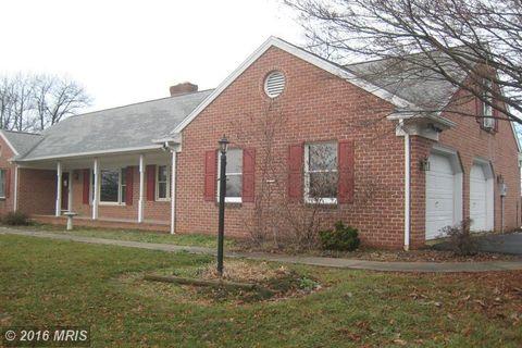 5967 Fairway Dr W, Fayetteville, PA 17222