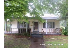304 E 14th St, Hope, AR 71801
