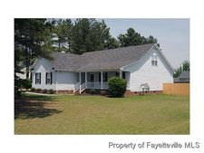202 Foxhound Ct, Raeford, NC 28376