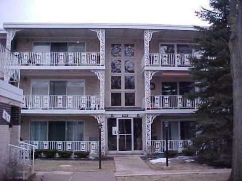 945 8th Ave Apt 8, La Grange, IL 60525