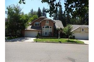 835 E Brighton Ln, Fresno, CA 93720