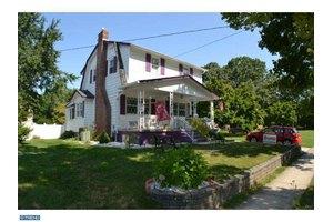 206 E Maple Ave, Lindenwold, NJ 08021
