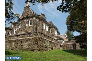 209 W Chestnut Hill Ave, Philadelphia, PA 19118
