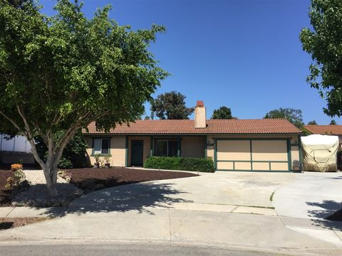 1785 Coyote Ct, Vista, CA 92084