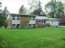 2762 Pine Ridge Rd, West Bloomfield Twp, MI 48324