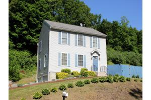 59 Cross St, Danbury, CT 06810