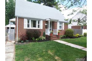 2269 1St St, East Meadow, NY