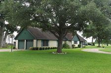 112 Greenbriar Dr, Wharton, TX 77488