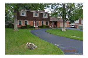 3698 Lake Oakland Shores Dr, Waterford Twp, MI 48329