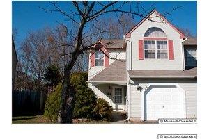 24 Longbrook Ln, Freehold, NJ 07728