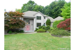 613 Old Woods Rd, Webster, NY 14580