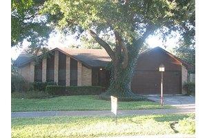9859 Sageroyal Ln, Houston, TX 77089