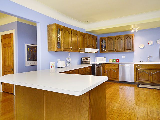 single kitchen cabinets 2246 w greenleaf ave chicago il 60645 realtor 174 2246