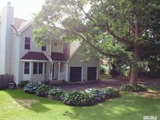 29 West Dr, Kings Park, NY 11754