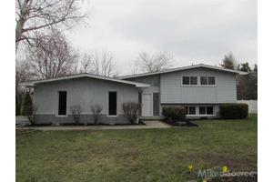 3329 Indiandale Dr, West Bloomfield, MI 48324