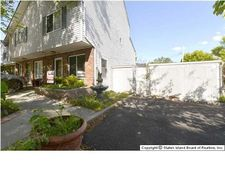 44 Country Ln, Staten Island, NY 10312